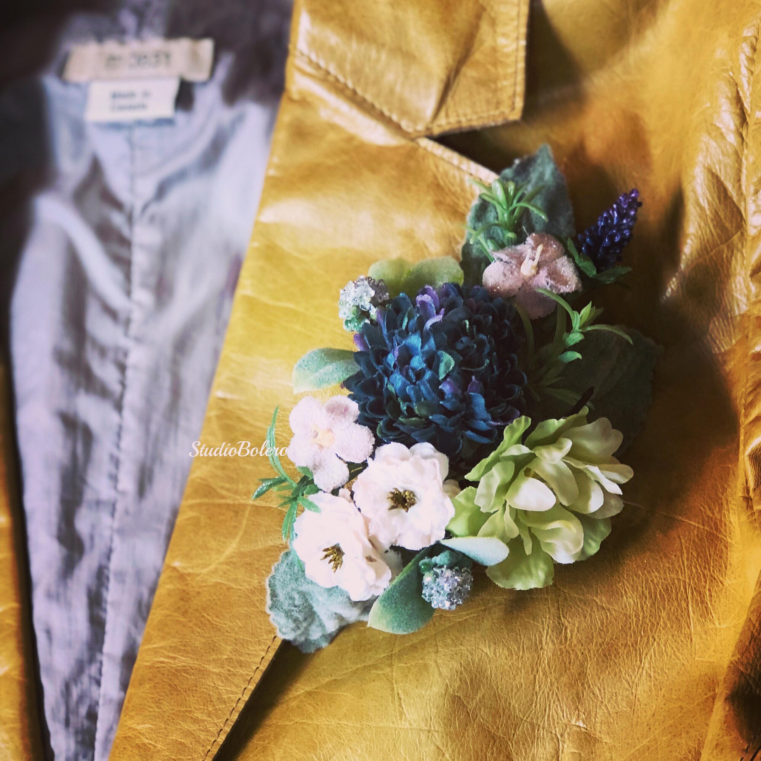 #早朝からコサージュ作ってます #ベルベット#mokuba #コサージュ #flowershop #lesson #アーティフィシャルフラワー #花屋#スタジオボレロ #花のある暮らし #花好きな人と繋がりたい #フラワーアレンジメント #ボタニカル #オーダーメイド#素材